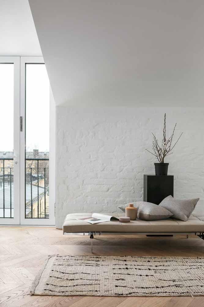 Para decorações modernas ou minimalistas aposte em um recamier de linhas retas e tom neutro