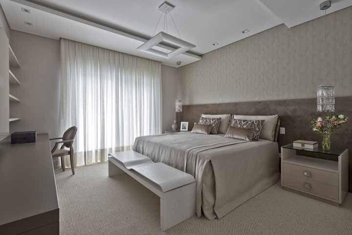 Um quarto elegantemente decorado merece um recamier a altura