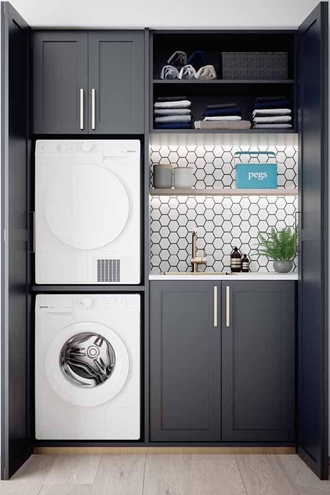 A área de serviço não podia ficar de fora dessa tendência e aproveitou a cor dos eletrodomésticos para completar a decor