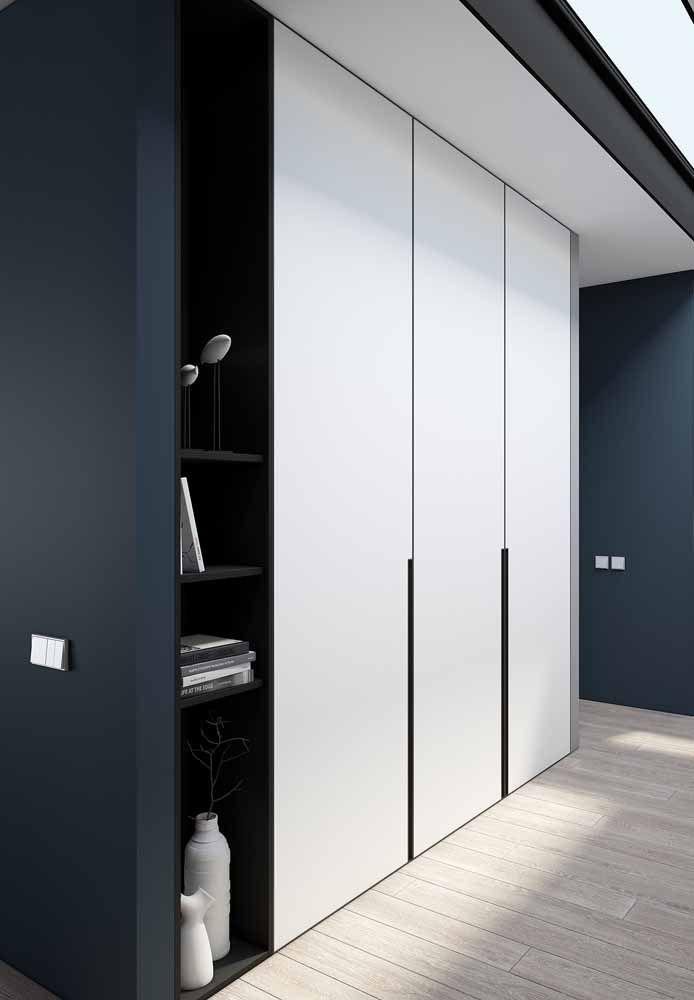 E que tal combinar o preto e o branco com azul? A cor também é usada em propostas neutras de decoração