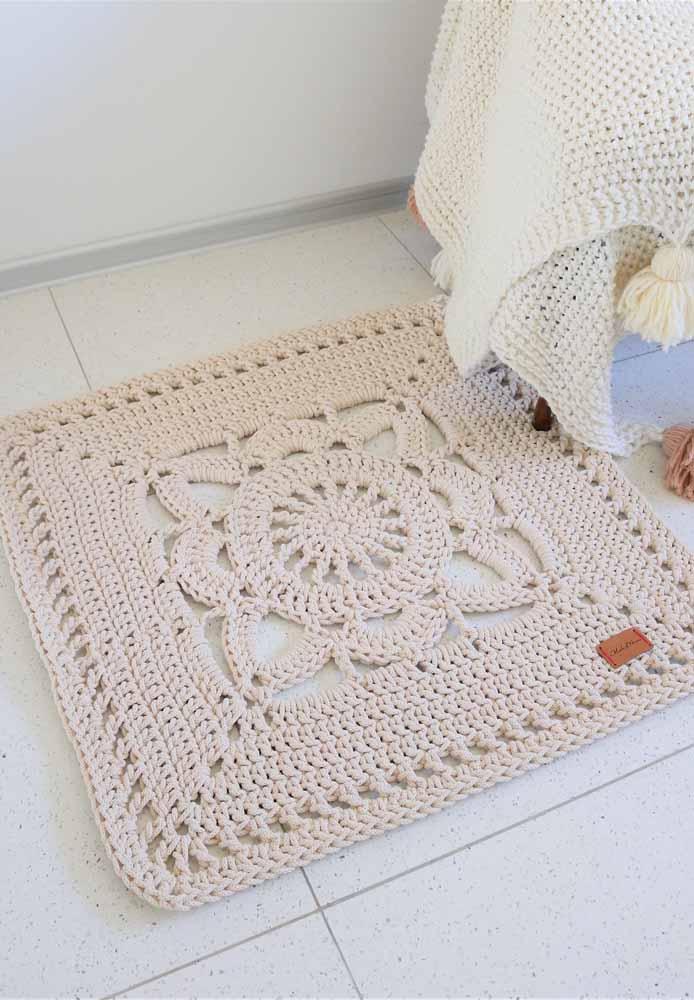 Você também pode combinar o tapete com a manta, de modo semelhante ao que foi feito na imagem