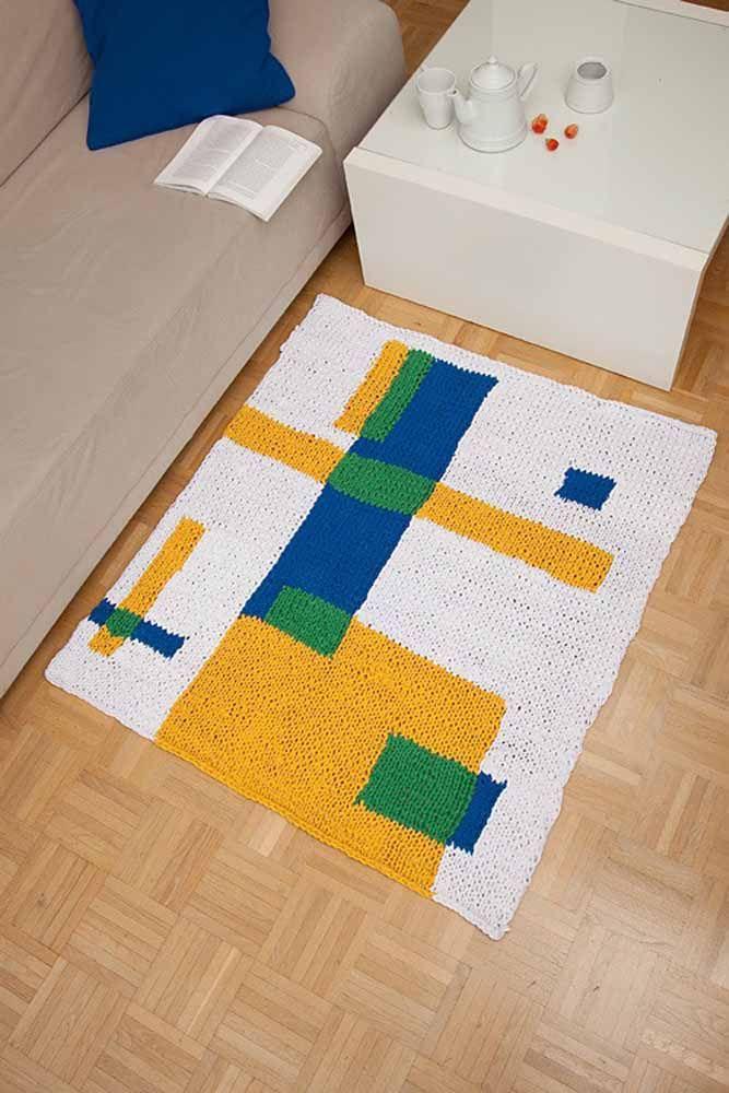 Estampa moderna com cores primárias unidas ao velho e bom crochê