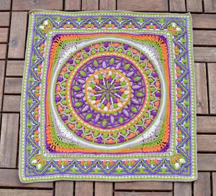 Mandala colorida feita para decorar e alegrar o chão da casa