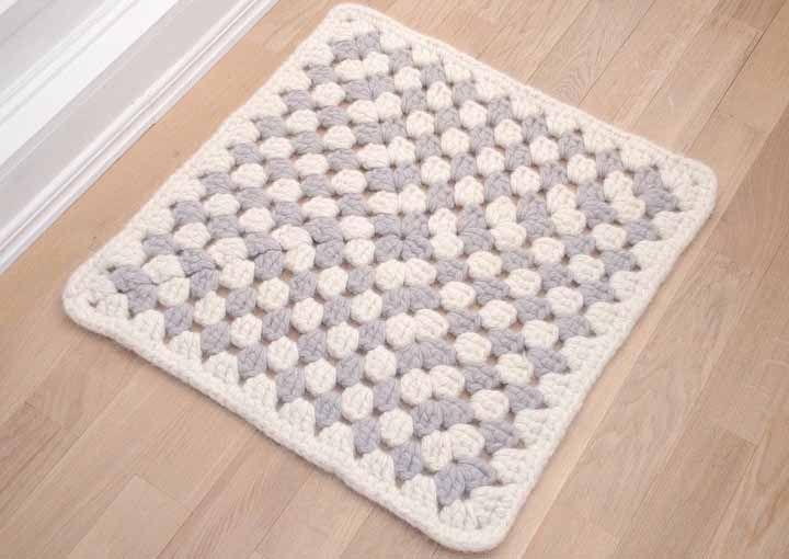 Crie o tapete de crochê quadrado na medida mais adequada às suas necessidades