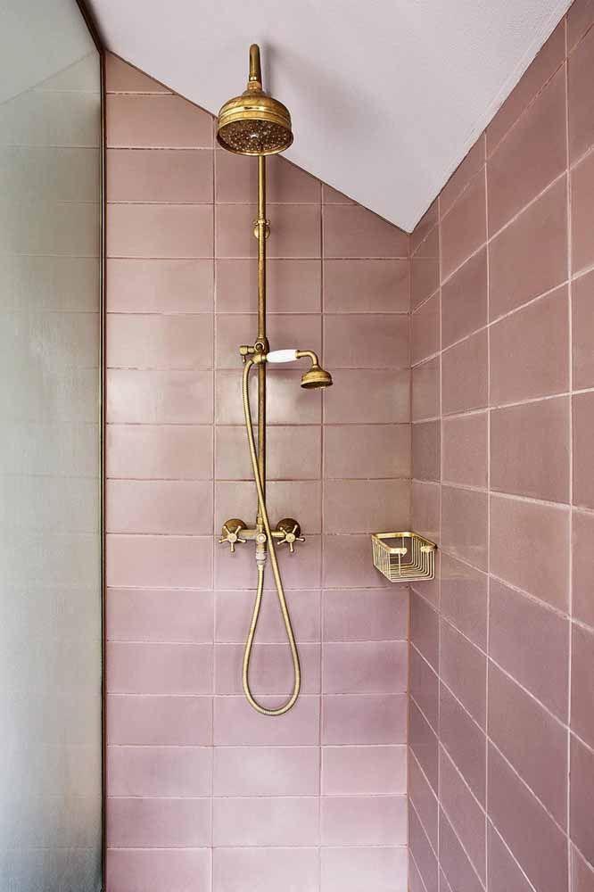 Deixe o banheiro mais elegante usando ladrilhos em lilás