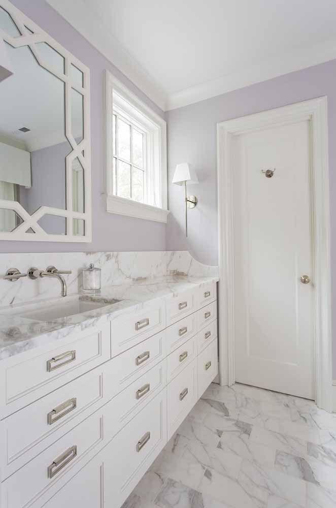 Agora se você prefere algo mais suave, use um tom mais claro do lilás nas paredes