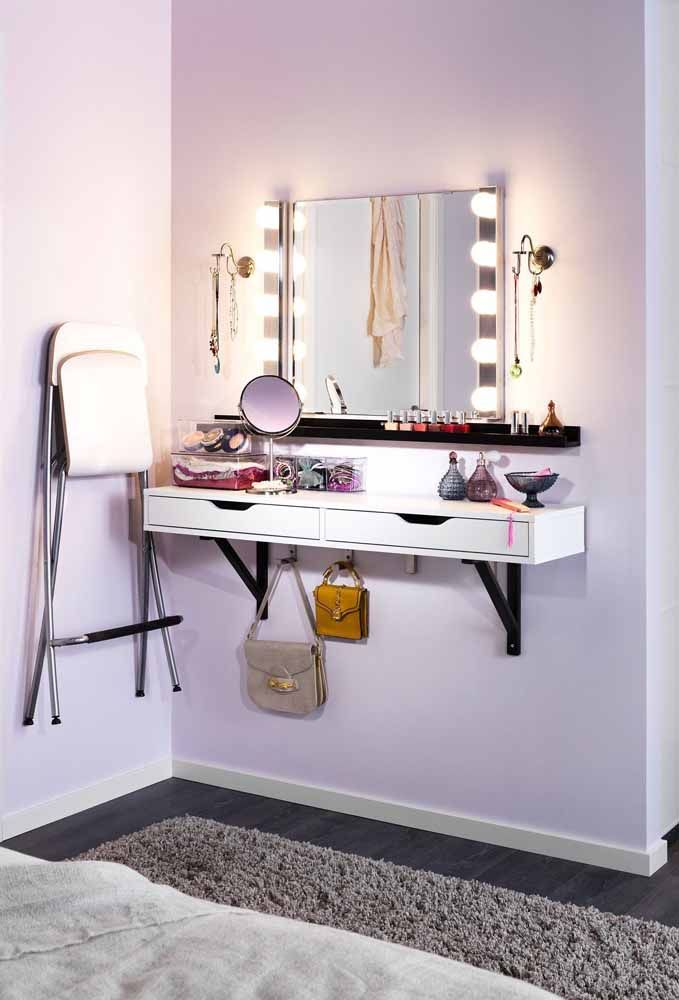 Pinte apenas uma parede do quarto na cor lilás para colocar a sua penteadeira