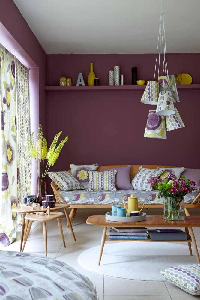 Não é só no quarto que o lilás ganha destaque. Veja como essa cor fica linda na sua sala de estar?