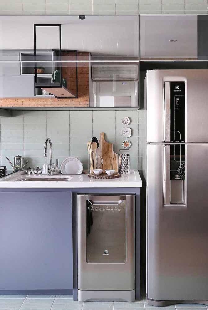 Use o lilás para variar a cor da cozinha