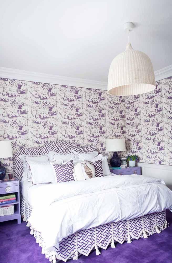 Use a cor lilás em tons diferentes para decorar todo o quarto