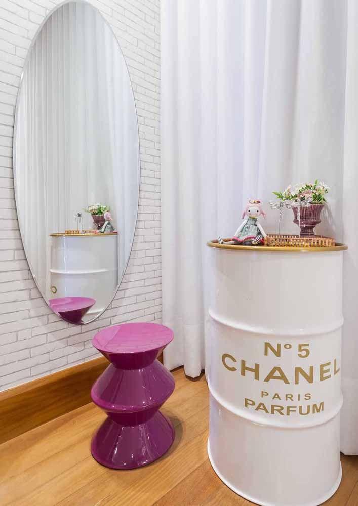 No quarto feminino, o tambor Chanel nº5 se destaca