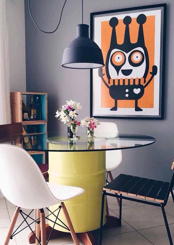 Tambor decorativo usado como pé de mesa, por que não?