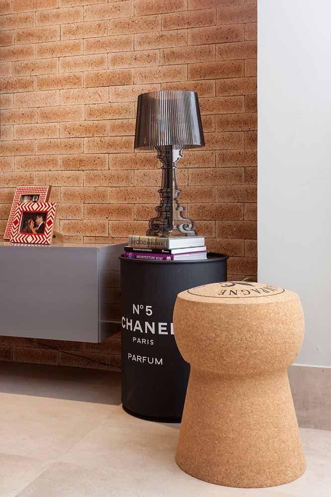 Tambor decorativo na sala: use-o como mesinha lateral ou de apoio