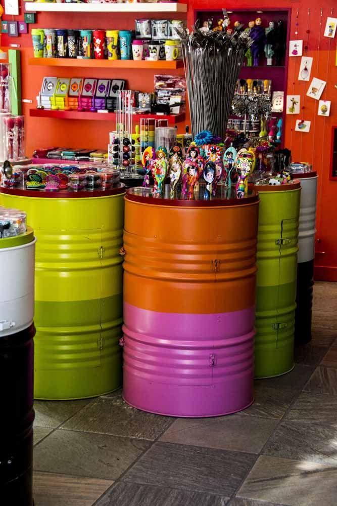 Coloridos e alegres! É assim que eles se apresentam nessa loja