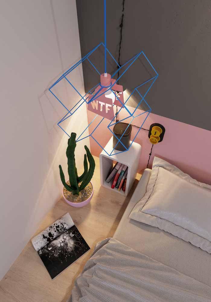 Para o cacto dentro do quarto, um vaso cor de rosa: puro contraste