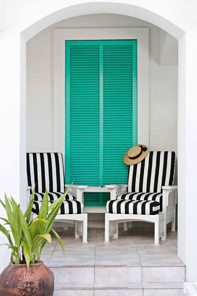 Se você deseja criar um ponto de destaque na sua casa que tal fazer isso usando o verde água?