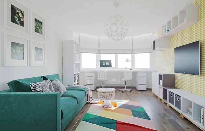 A base branca da decoração permite usar e ousar em cores mais vibrantes para os detalhes