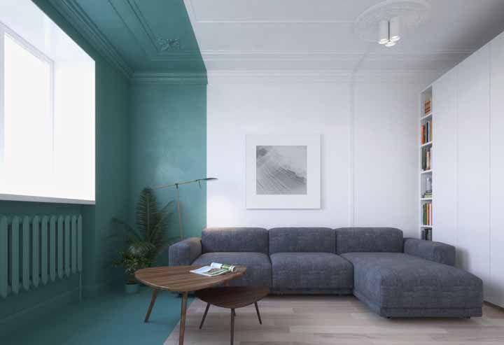 Aqui, o verde água foi usado como um marco divisor entre a sala e a área destinada para a varanda
