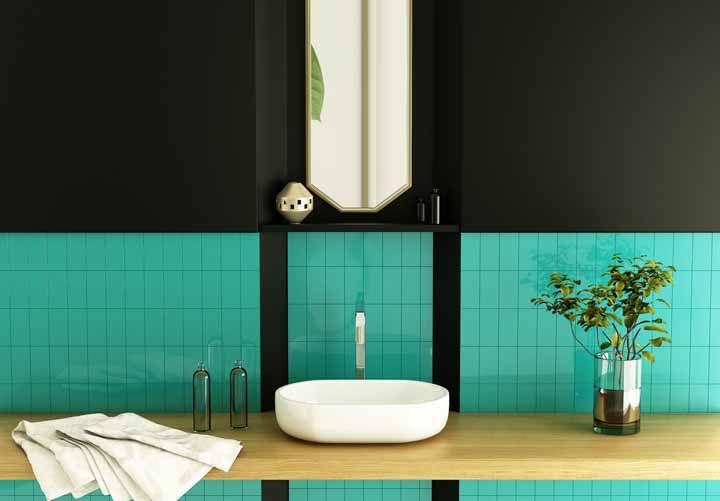 Ousado, moderno e com um toque de sofisticação: esse banheiro foi feito para ver e ser visto