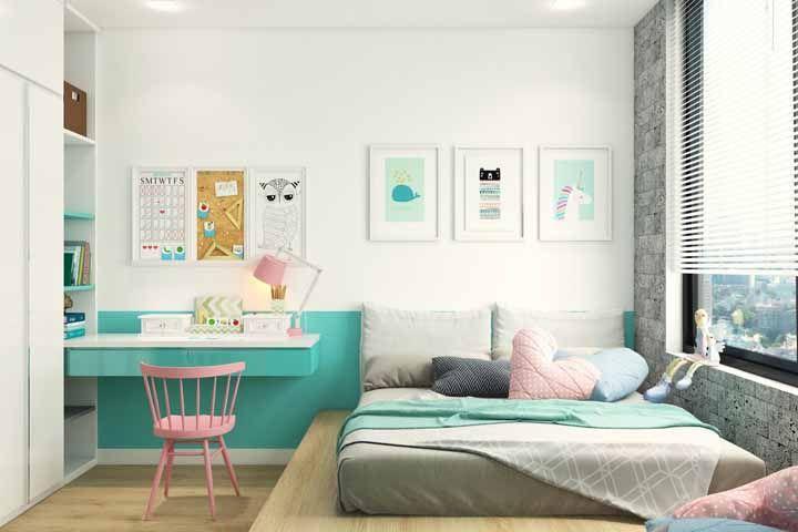 O quarto de menina apostou no trio branco, verde água e rosa para fugir do comum