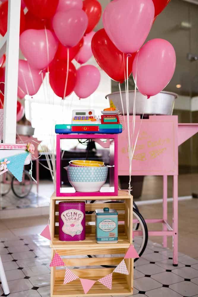 Balões são ótimos para alegrar e decorar festas gastando pouco