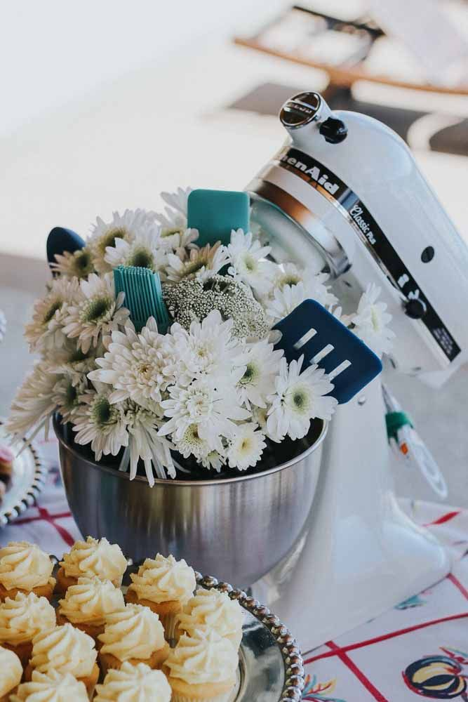 Depois de balde de gelo, a batedeira pode virar também vaso de flores