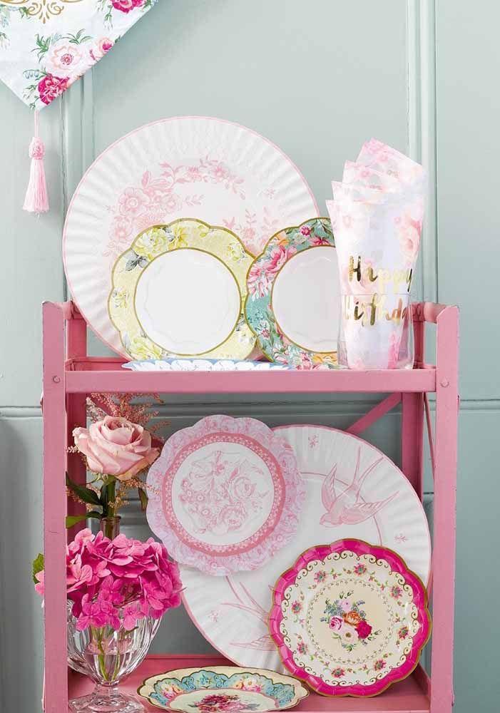 Coleção de pratos antigos de porcelana: visite suas tias e avós para conseguir alguns exemplares assim