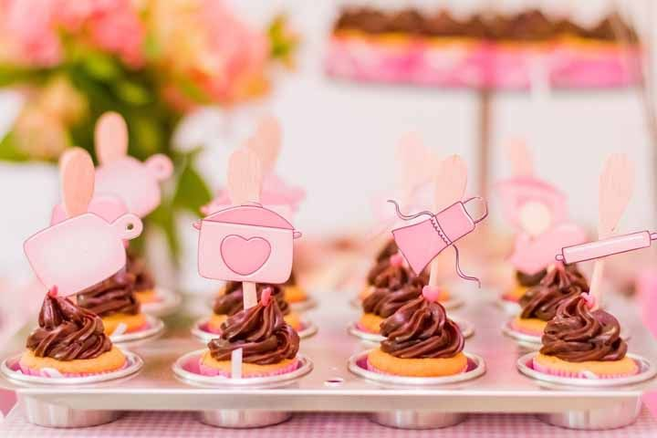 Cupcakes decorados com colheres de pau