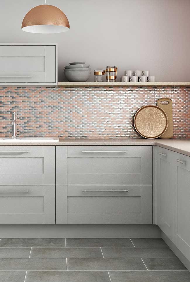 Rose gold na decoração de uma cozinha charmosa e feminina.