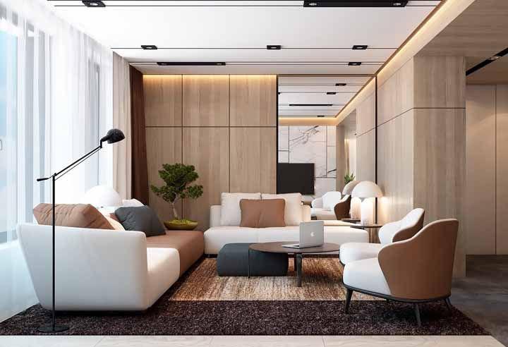 Em uma sala grande tudo deve ser proporcional, como o vaso de bonsai dessa imagem