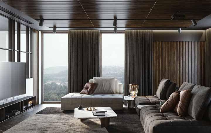 Tecidos encorpados para a cortina valorizam salas de estar grandes