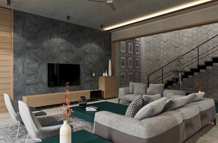 Nessa sala, o verde cria um ponto focal capaz de distrair o olhar da dimensão real do ambiente