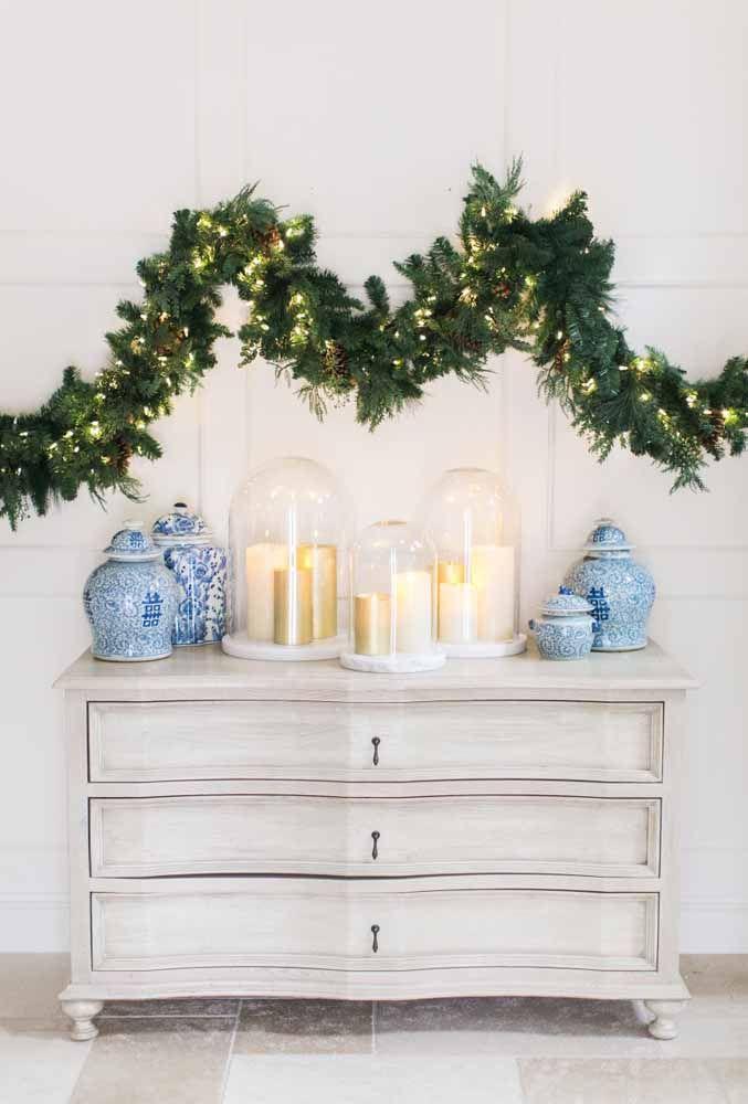 O festão não pode faltar na decoração de Natal e fica um arranjo perfeito com pisca-pisca