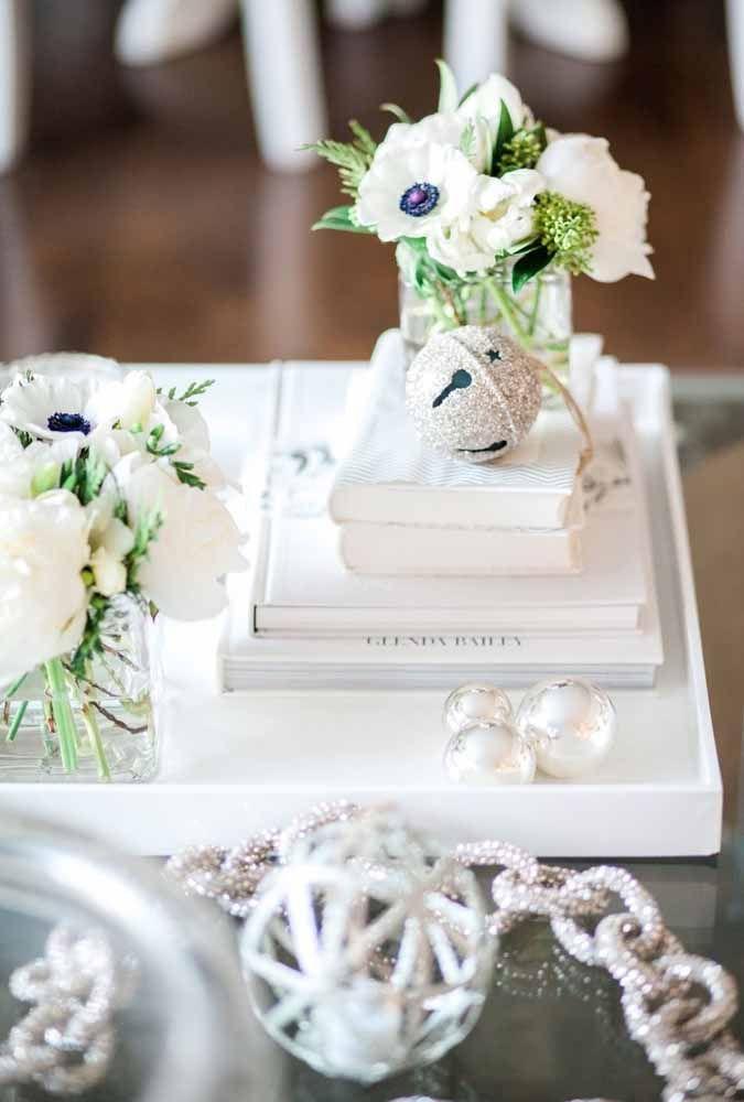 As flores brancas proporcionam tranquilidade para qualquer ambiente