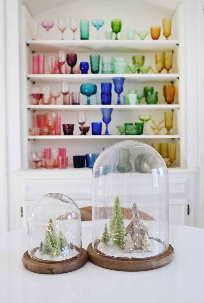 Faça uma mistura de cores com copos e taças