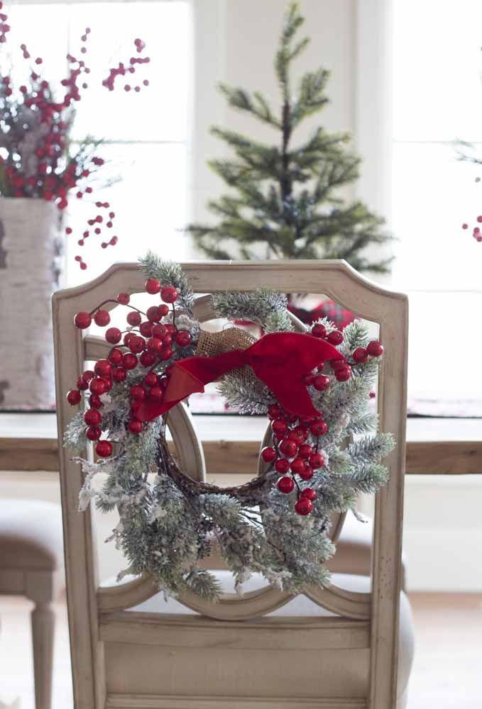 O arranjo perfeito para decorar as cadeiras que receberão seus convidados