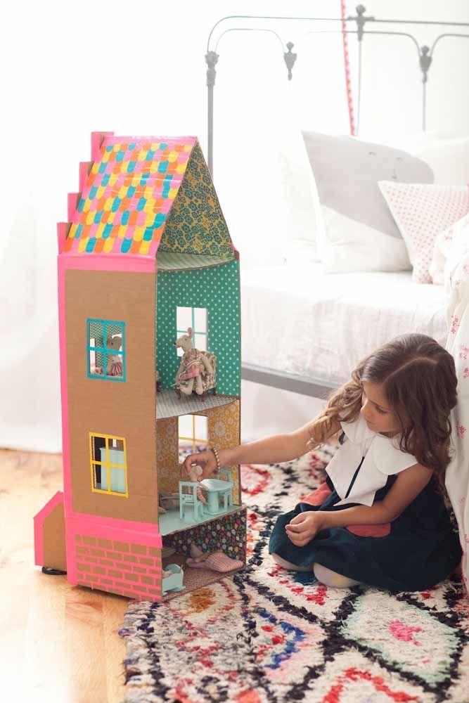 A casinha de papelão pode ser adaptada ao tamanho que você tem disponível