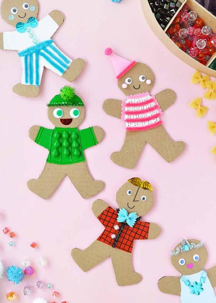 Parecem biscoitinhos, mas são bonecos de papelão