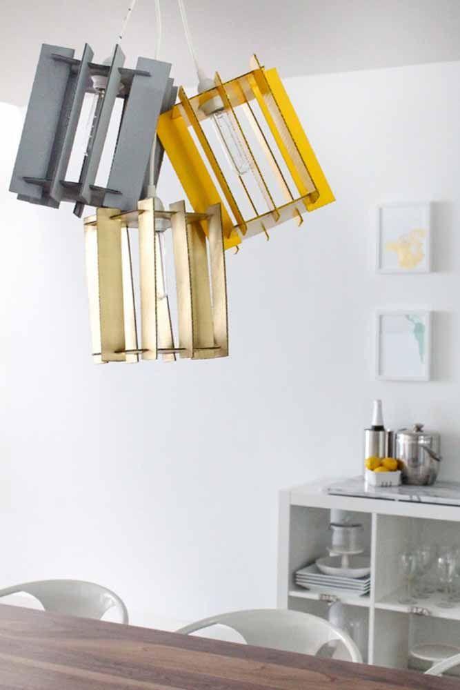 Mais uma ideia de luminária moderna e criativa que você pode fazer usando papelão