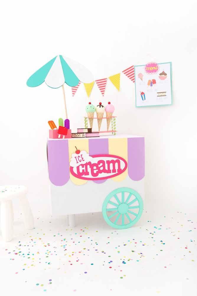 Carrinho de sorvete todo feito de papelão: dá para animar a festa com um desses, não?