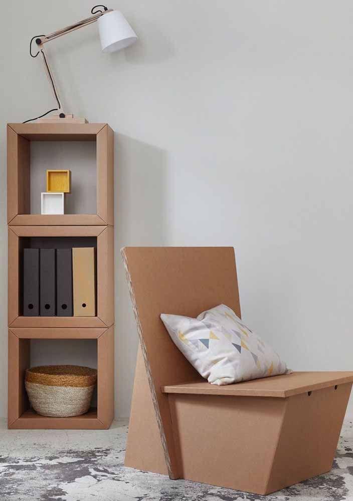 Poltronas e nichos de papelão: imagina quanto você pode economizar com ideias assim?
