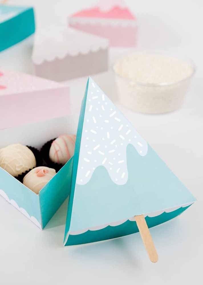 Caixinha de bombons feita com papelão; uma boa ideia de lembrancinha de festa
