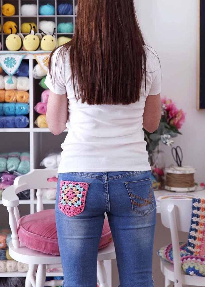Uma simples aplicação de crochê para deixar a calça jeans original e exclusiva