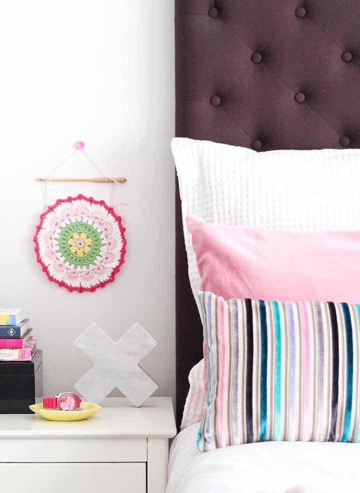 Um enfeite delicado de crochê para a parede