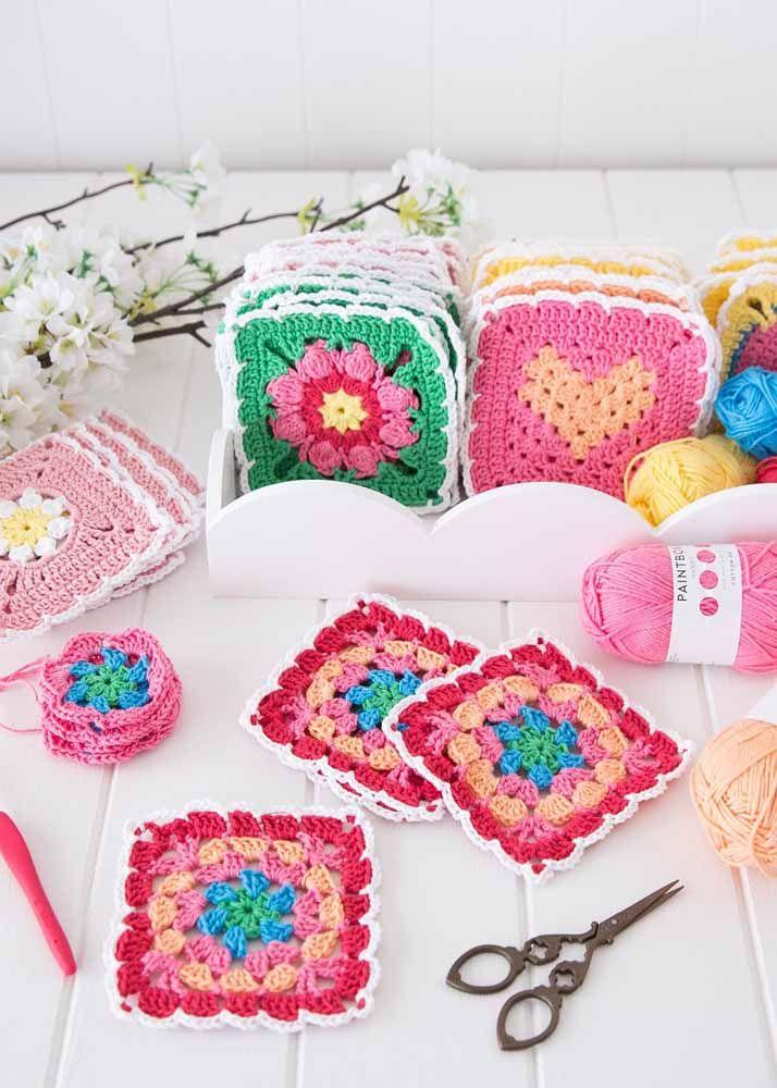 Quadradinhos de crochê, também conhecidos como square, servem para fazer uma infinidade de peças; faça vários e una-os depois