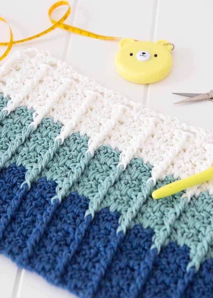 Degradê de tons de azul para a peça de crochê
