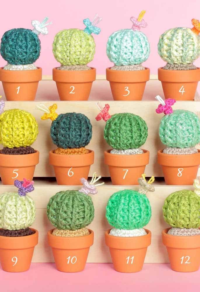 E como não suspirar por esses charmosos cactos de crochê?