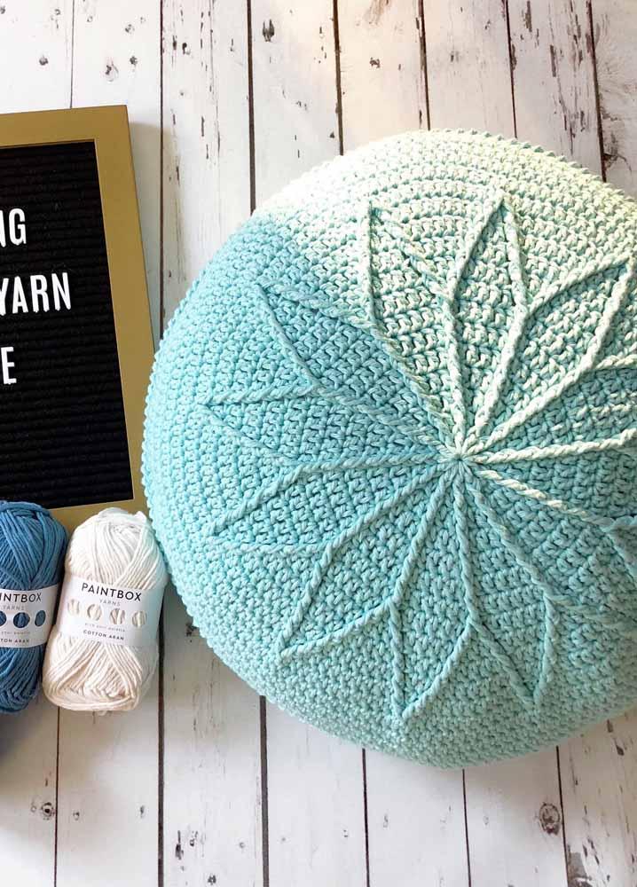 As capas para puff de crochê estão em evidência na decoração; aposte nelas