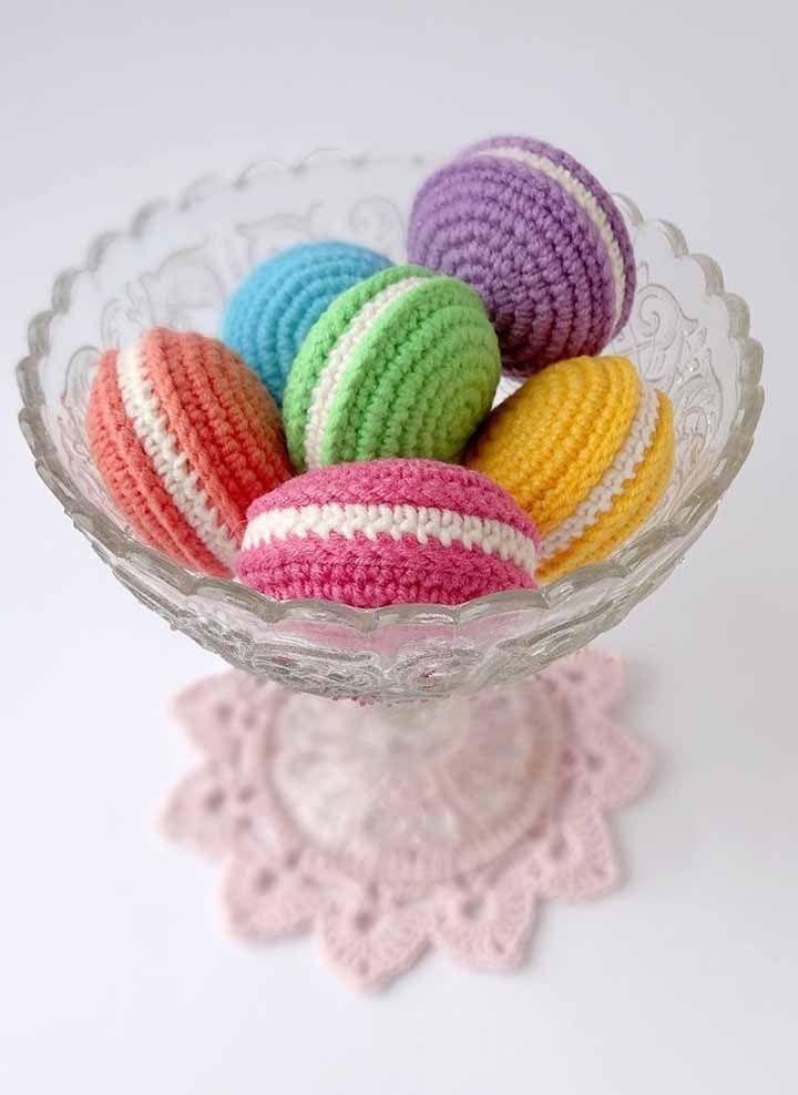 O clássico doce francês, os macarons, na versão crochê