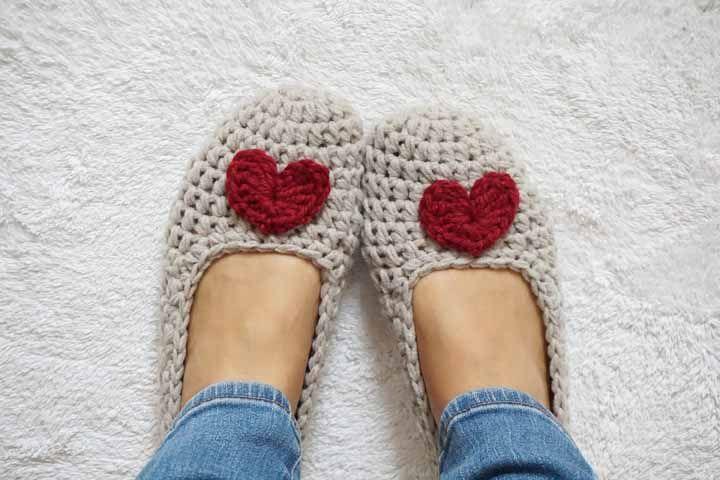 Sapatilhas de crochê para aquecer os pés nos dias de inverno, gostou da ideia?